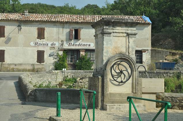 Saint-Just-et-Vacquieres-fontaine-relais-Baudenes