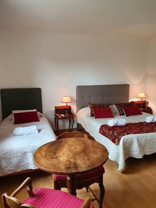 chambre rouge lit en 160 + lit en 90