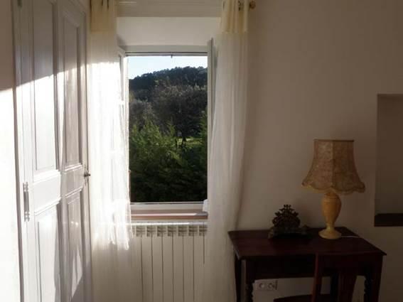 appart_1er_etage_chambre_a_coucher_vue_sur_la_montagne_cadabuech_4_