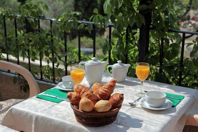 2012 VALAURIE Petit déjeuner