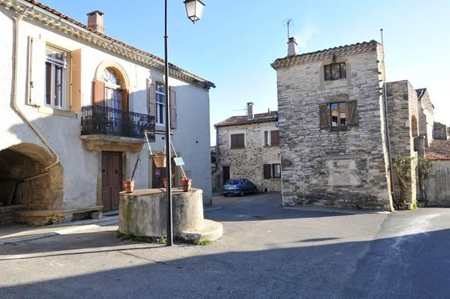 Monteils-Gard-village-ancien-puits
