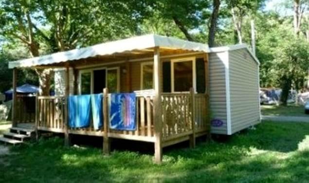 Un bungalow au Camping LES PLANS