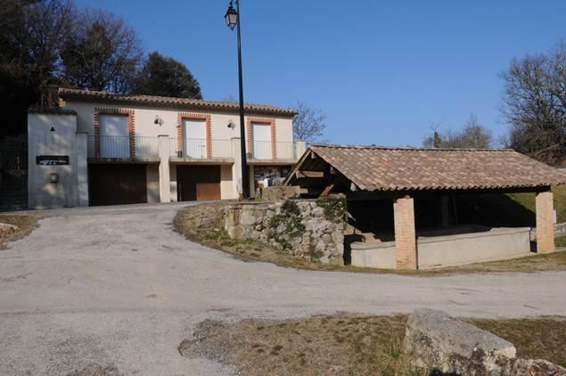 Saint-Bonnet-de-Salendrinque-ecole-mairie-lavoir