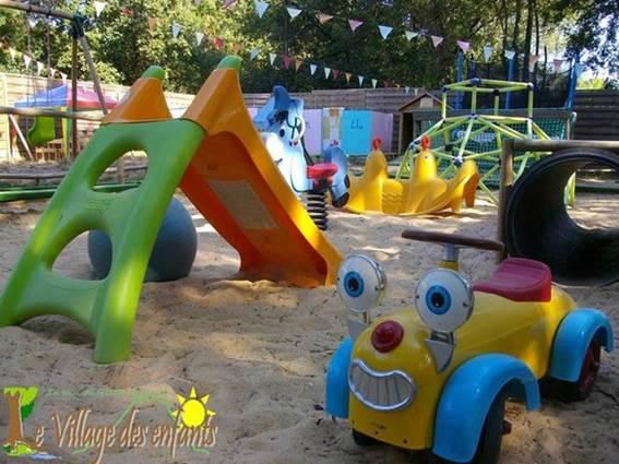 village des enfants à MONTAGNAC bac à sable