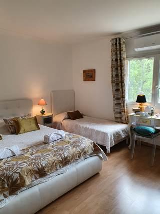 Chambre Jaune avec lit en 90 cm