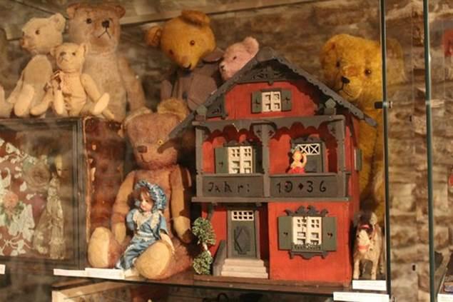 JEP : Musée des poupées et des nounours - LEZAN