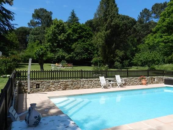 la-lambrusque-piscine-st-jean-du-gard