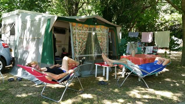 Campeurs au Camping des Sources
