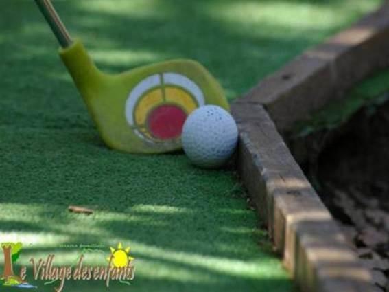 village des enfants à MONTAGNAC mini-golf