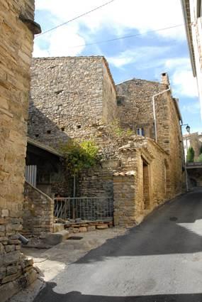 Saint-Etienne-de-l-Olm-Village-4
