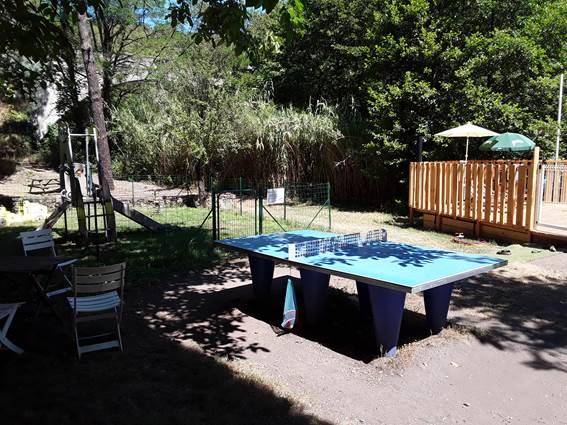 Aire de jeux et table de ping-pong