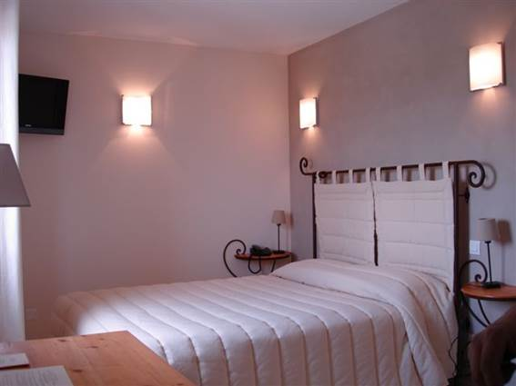 Collias Hotel Le Gardon 03
