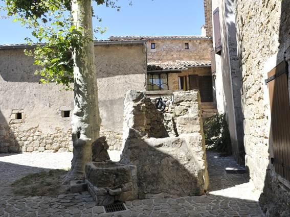 Sainte-Croix-de-Caderle-puits