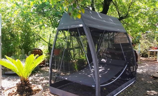 le Portel des Arnaud chambres d hotes Cevennes  repos dans le jardin