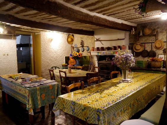 Gîte d'étape à Anduze - table d'hôtes