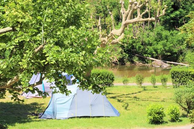 Emplacement camping vue rivière