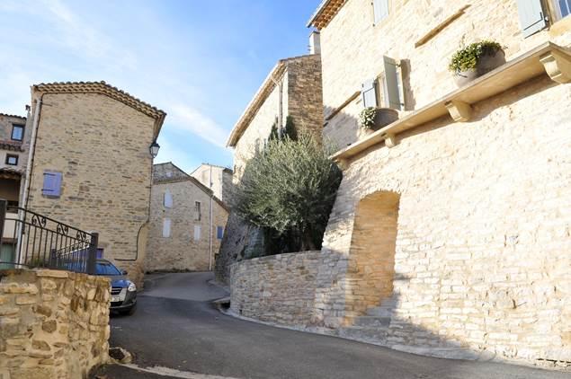 Saint-Etienne-de-l-Olm-Village-2