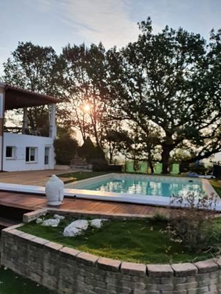 piscine et terrasse soleil levant