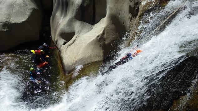 pierre et eau toboggan