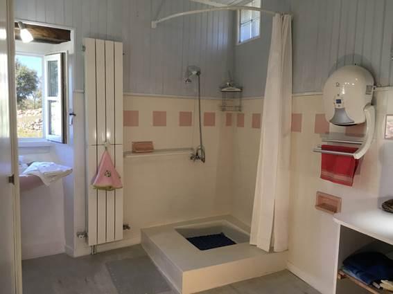 Salle de bain : fonctionnelle et lumineuse