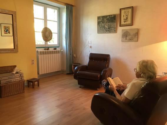 Salon de lecture où l'on peut lire, écrire, rêver, se documenter.