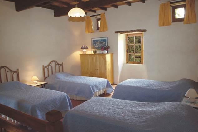mas-le-bres-st-sebastien-d-aigrefeuille-chambre-quatre-lits