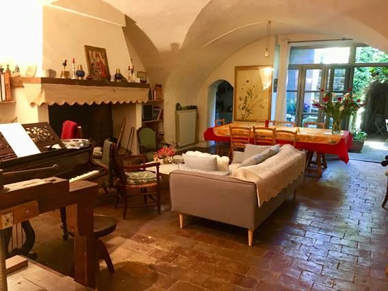 salon, piano et salle-à-manger