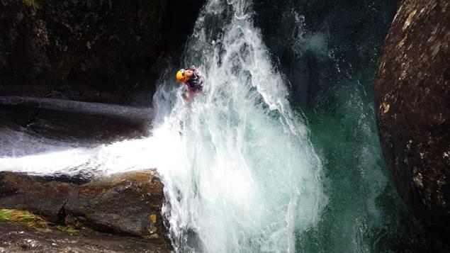 pierre et eau nage
