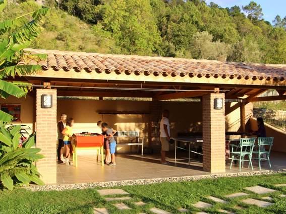 Gite La Clede location Anduze Gard auvent jeux