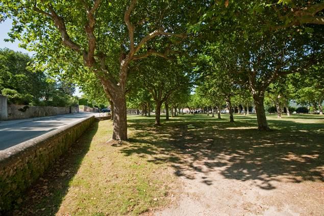 Brouzet-les-Ales-Place-du-village