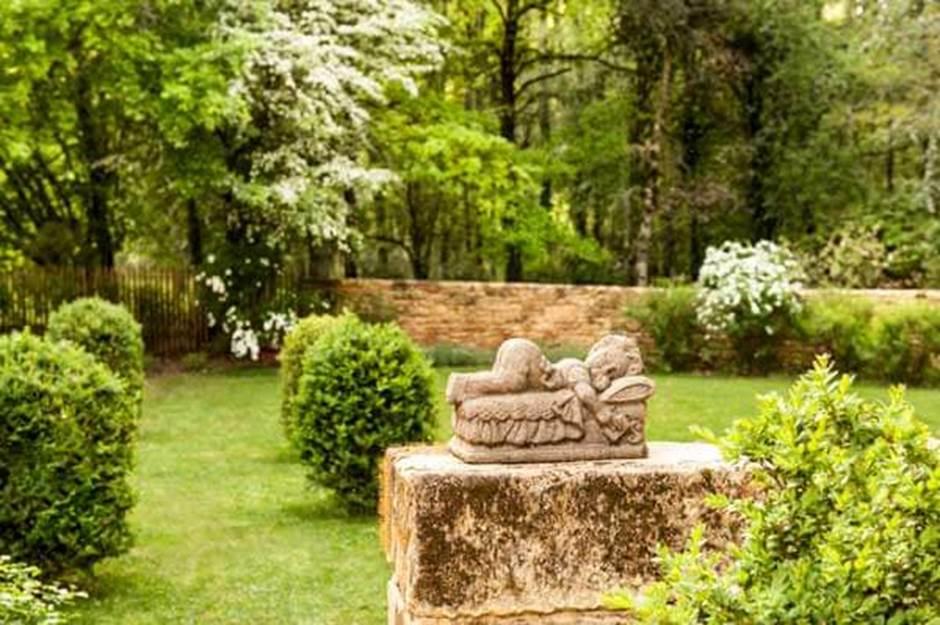 deco-exterieur-jardin-ange