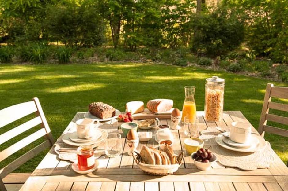 table-d-hotes-et-petit-dejeuner