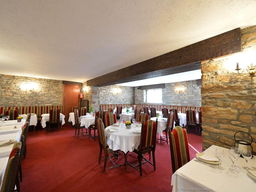23-hotel-logis-letylann-saintave-salledurestaurant