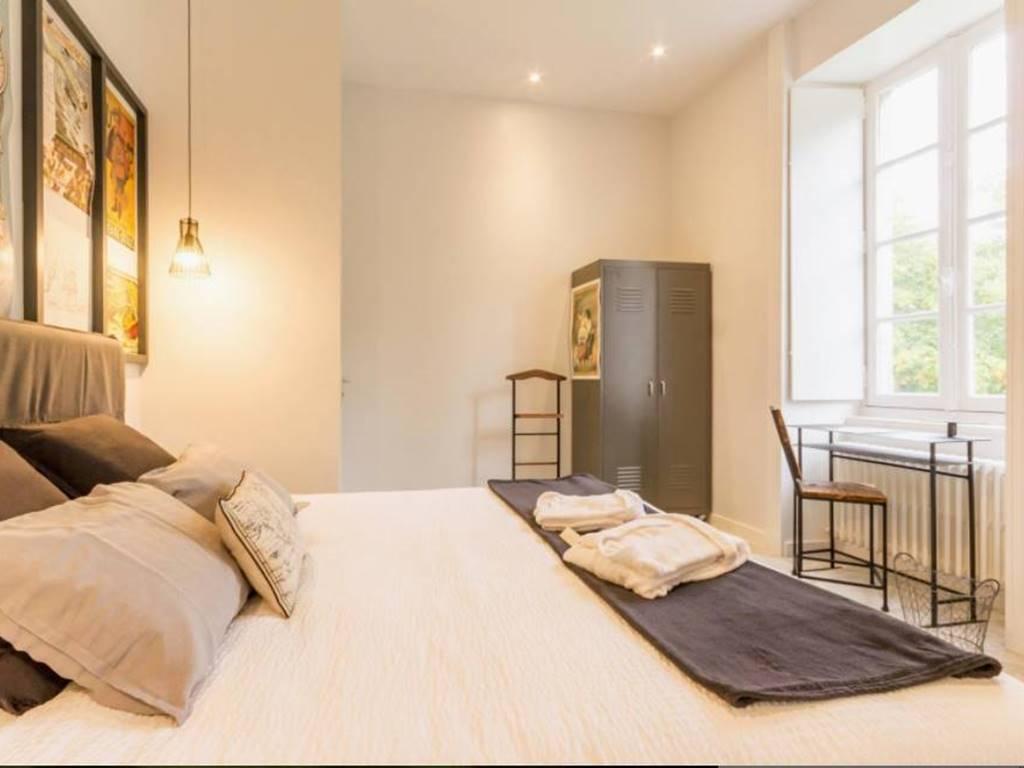 La chambre nantaise comporte un grand lit king size (modulable en 2 lits 90/200).