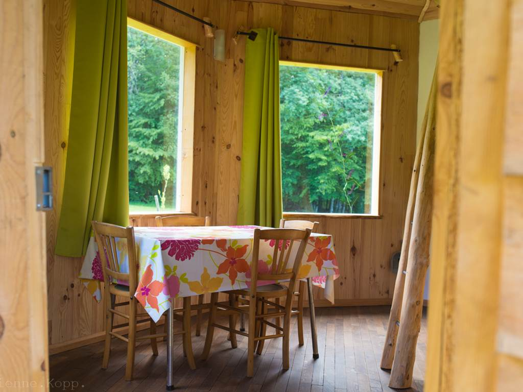 La cabane en bois, côté jour