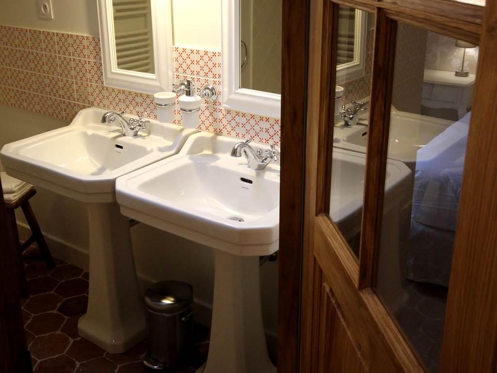 Une des salles de bain de la forge