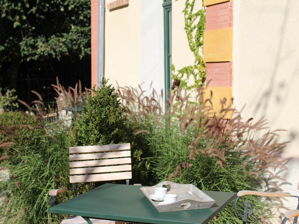 Une table au jardin