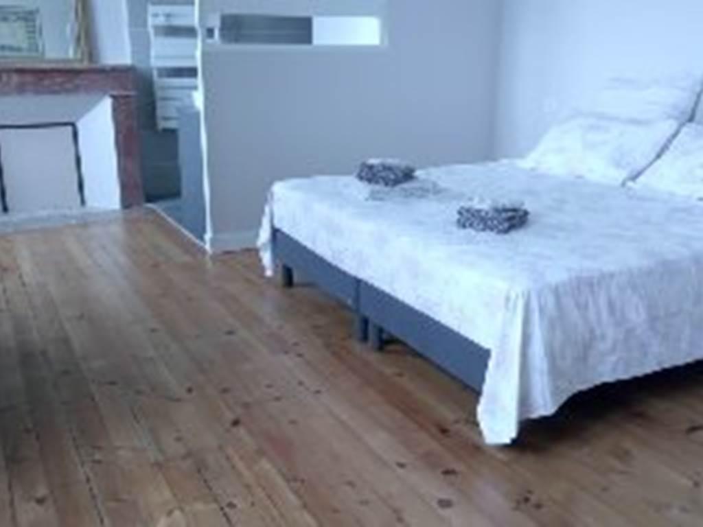 suite familiale de 44 m² composée de 2 chambres mitoyennes avec douche, double vasque, wc séparés.