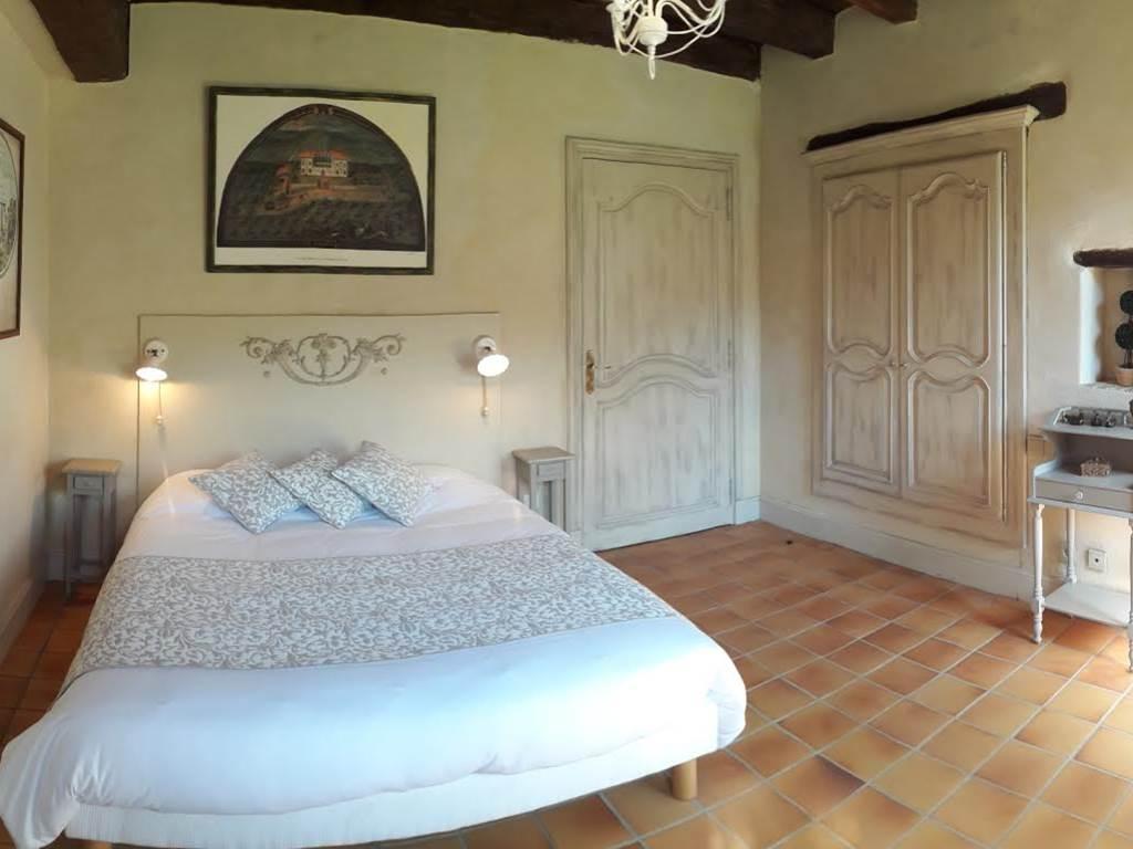 """Chambre """"Constance"""", en rez-de-jardin, avec baignoire sur pied"""