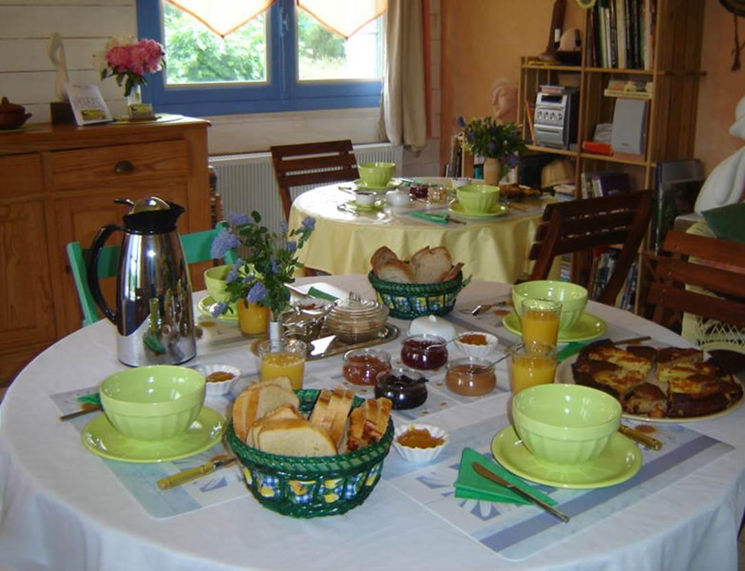 Petit-déjeuner-Chambre-d-hôte-Couleur-Océan-Mme-Lepin-Saint-Gildas-de-Rhuys-Morbihan-Bretagne Sud