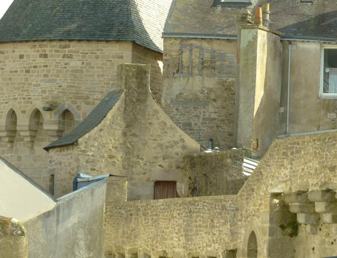 vue sur les remparts de la ville de Vannes depuis certaines chambres