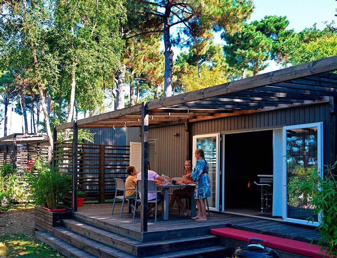 Petit déjeuner en terrasse du cottage Premium Zen