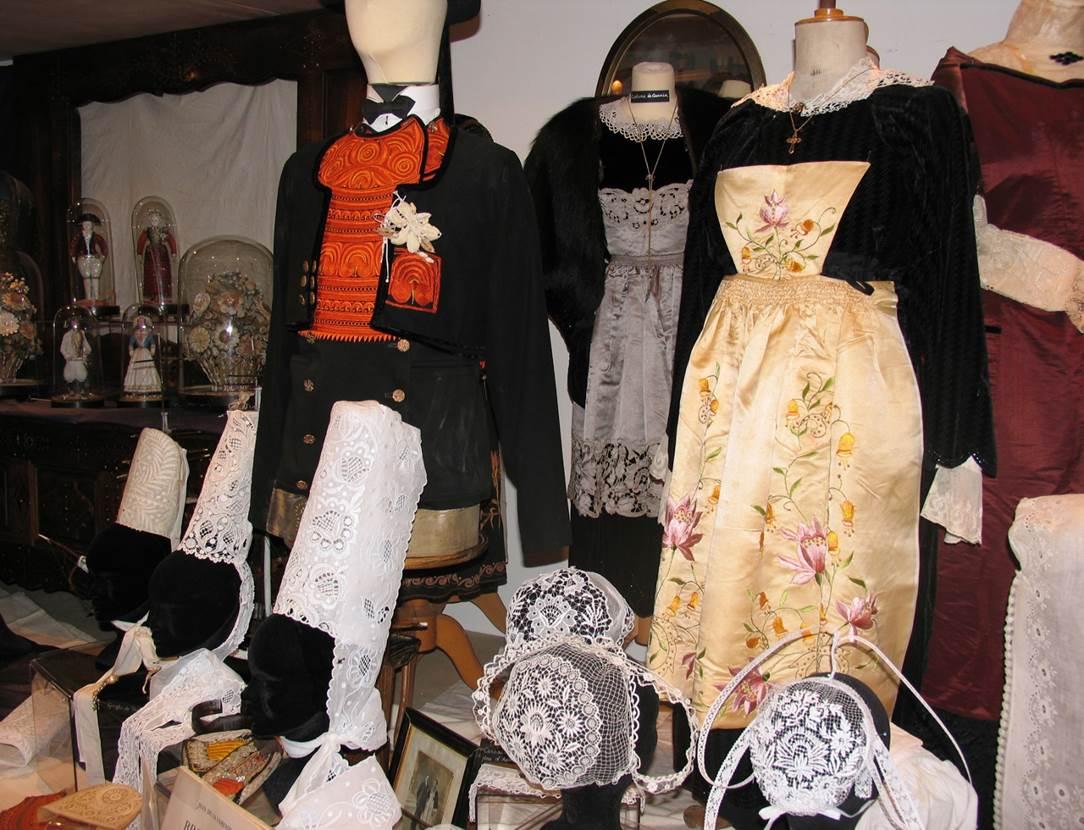 Costumes-Bretons-Musée-des-Arts-Métiers-et-Commerces-Saint-Gildas-de-Rhuys-Presqu'île-de-Rhuys-Golfe-du-Morbihan-Bretagne sud