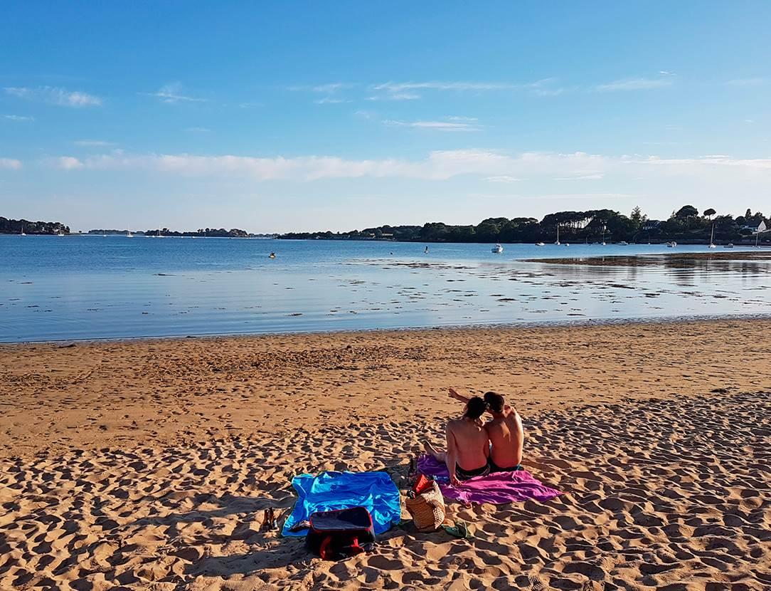 La douceur d'une soirée sur la plage en face du camping