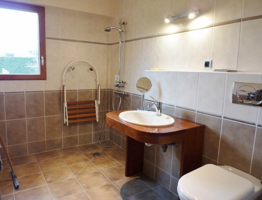 CHAUVIN Jean-François salle de bains accessible - Maison Saint-Armel - Morbihan Bretagne Sud