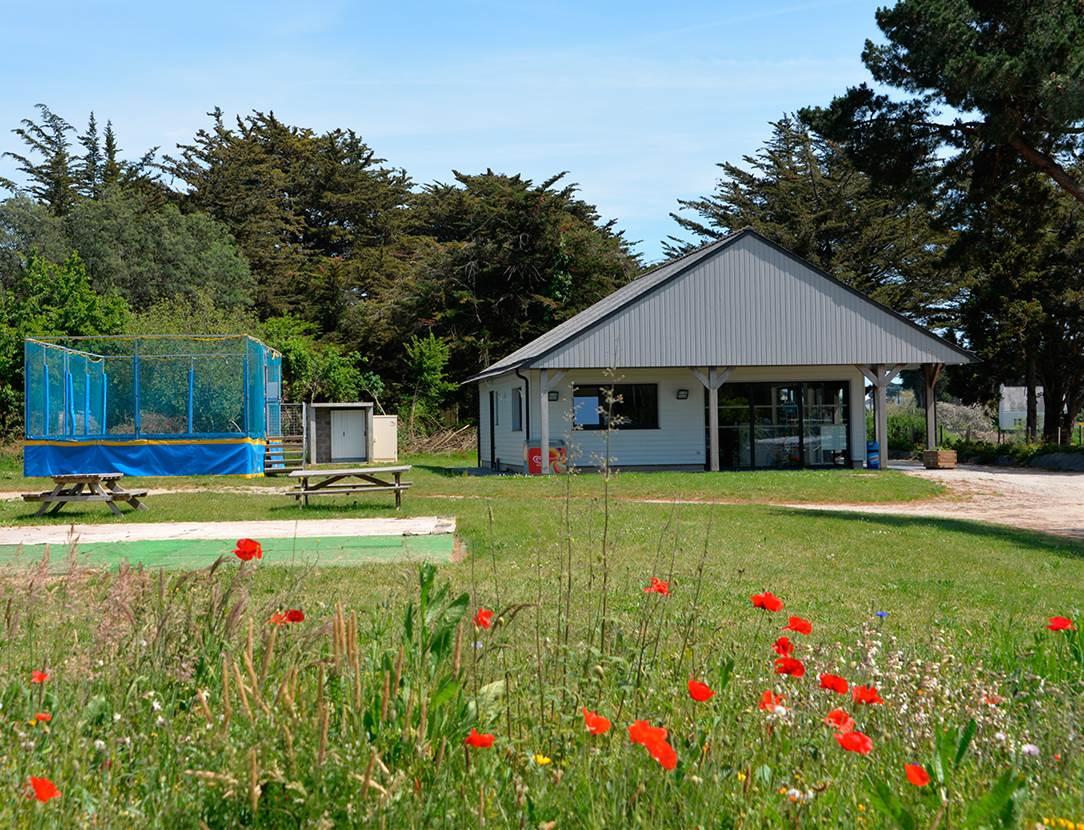 La réception et les grands trampolines