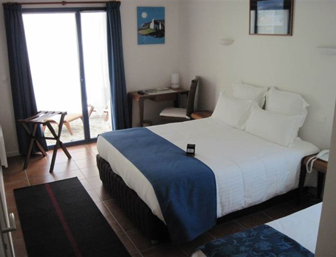 Chambre-Lit-Double-Hôtel-Chevalier-Gambette-Saint-Armel-Presqu'île-de-Rhuys-Golfe-du-Morbihan-Bretagne sud