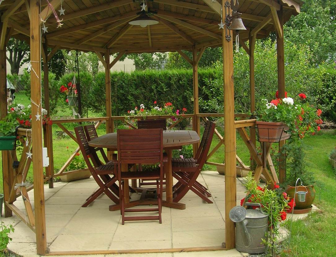 Chambre-d-hôte-Le-Keraven-pergola-dans-jardin-Saint-Gildas-de-Rhuys-Morbihan-Bretagne Sud