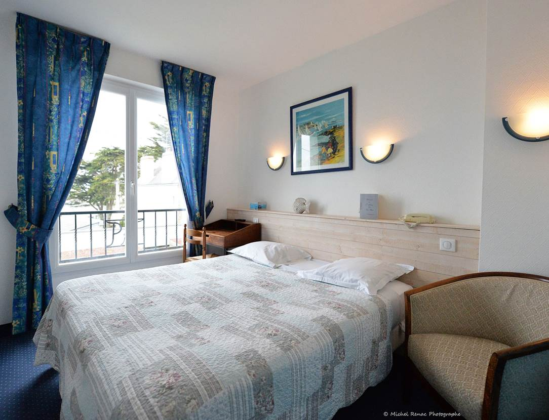hôtel du Parc Fétan à Larmor-Baden chambre vue sur mer