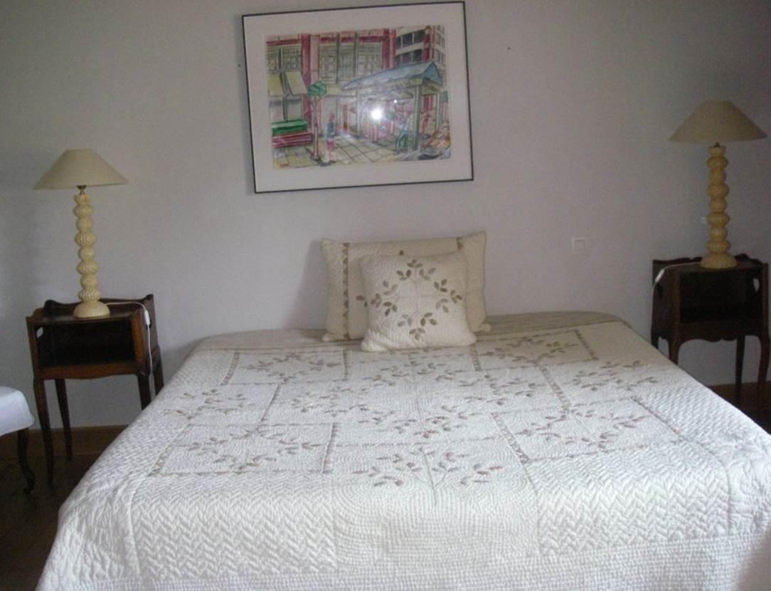 Chambre-lit-double-maison-Le-Coze-arzon-morbihan-bretagne sud